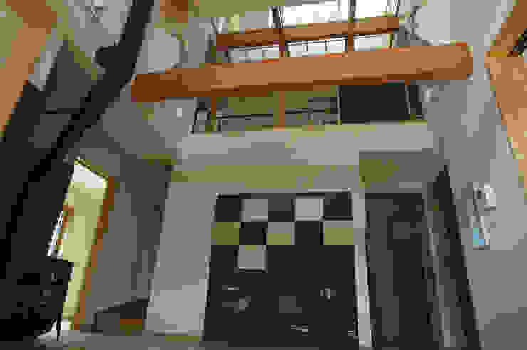 ステンドグラスある家2坂東市 クラシカルな 壁&床 の ESK設計一級建築士事務所 クラシック