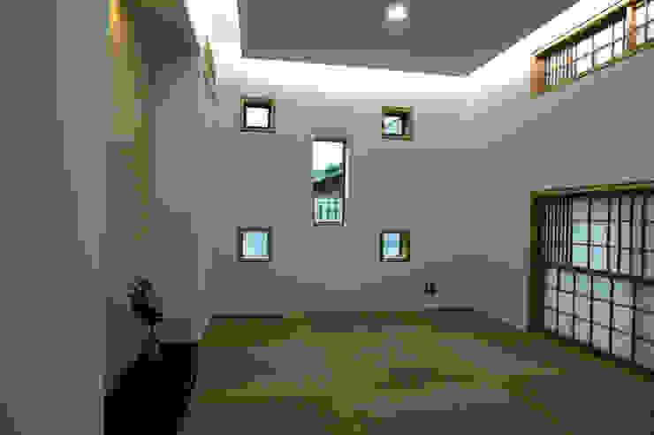 ステンドグラスある家2坂東市 和風デザインの 多目的室 の ESK設計一級建築士事務所 和風