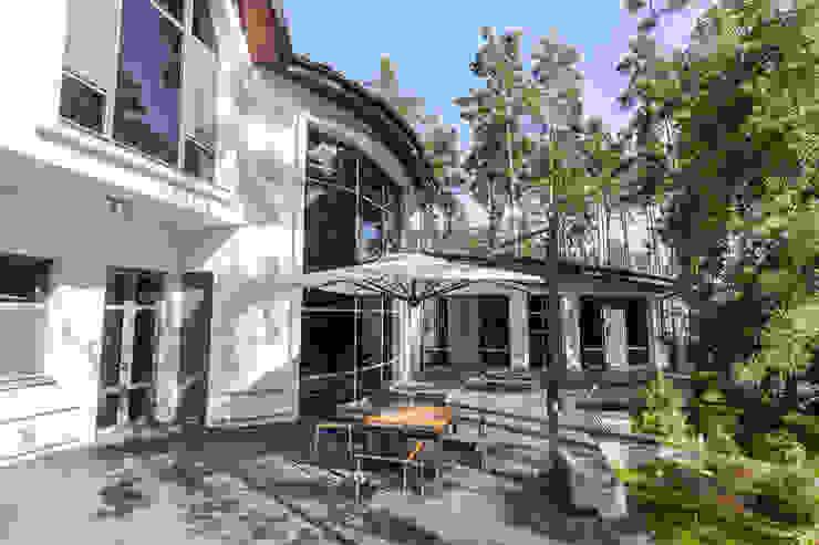 Плюты Балкон и терраса в стиле модерн от YOUSUPOVA Модерн