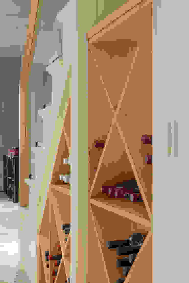 Wine rack at the Chelsea House Nash Baker Architects Ltd Wine cellar Wood
