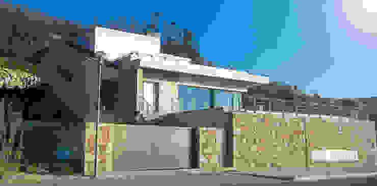 Casa TENEDÓRIO, Loivo: Casas  por SOLE ATELIER, LDA,