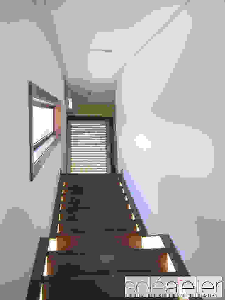 Casa TENEDÓRIO, Loivo Corredores, halls e escadas modernos por SOLE ATELIER, LDA Moderno