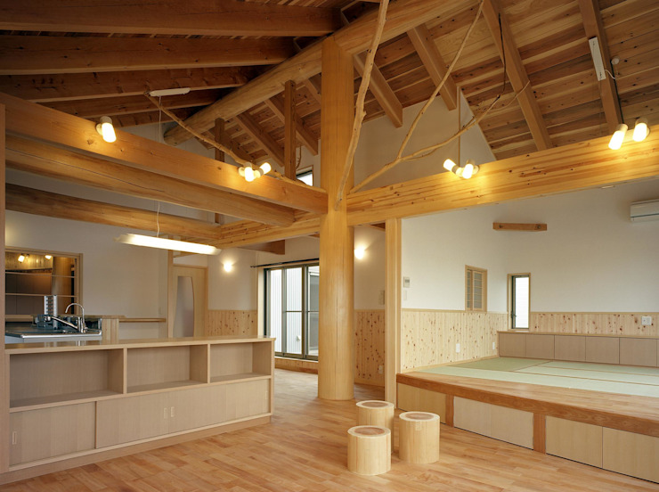 Modern dining room by 川窪設計工房 Modern Wood Wood effect