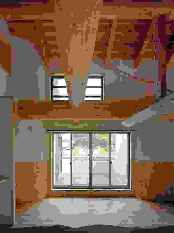 大樹の家 モダンデザインの リビング の 川窪設計工房 モダン 木 木目調