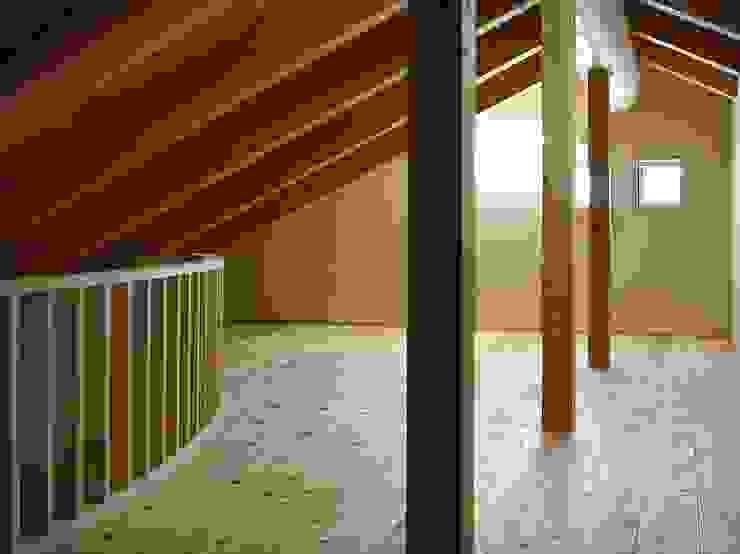 大樹の家 モダンデザインの 多目的室 の 川窪設計工房 モダン 木 木目調