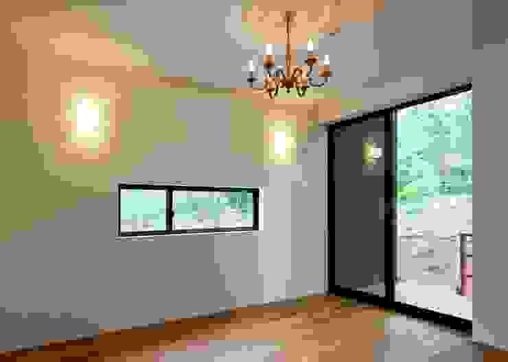 主寝室 オリジナルスタイルの 寝室 の Unico design一級建築士事務所 オリジナル