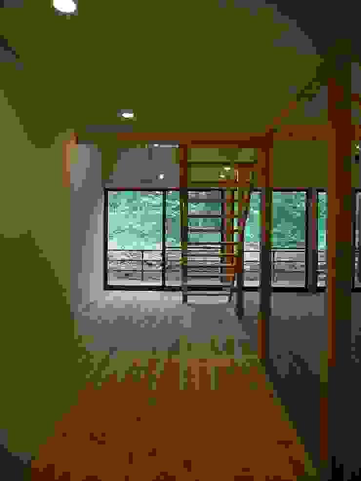 通り土間 オリジナルスタイルの 玄関&廊下&階段 の Unico design一級建築士事務所 オリジナル