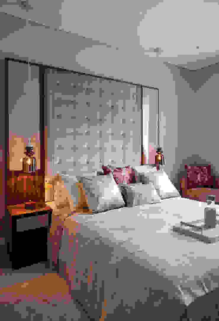 KT-48 Thornwood Lodge Спальня в стиле модерн от Keir Townsend Модерн