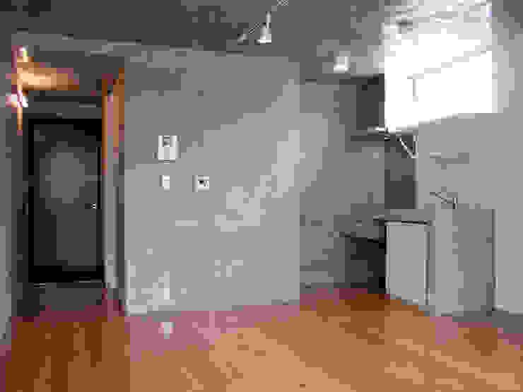 フラットAタイプ オリジナルデザインの リビング の Unico design一級建築士事務所 オリジナル