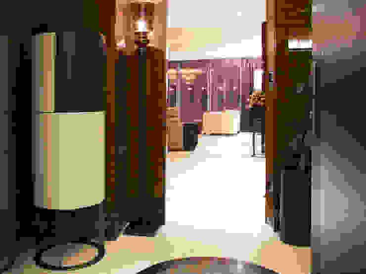 KT-77 Penthouse appartment Vauxhall Modern corridor, hallway & stairs by Keir Townsend Modern