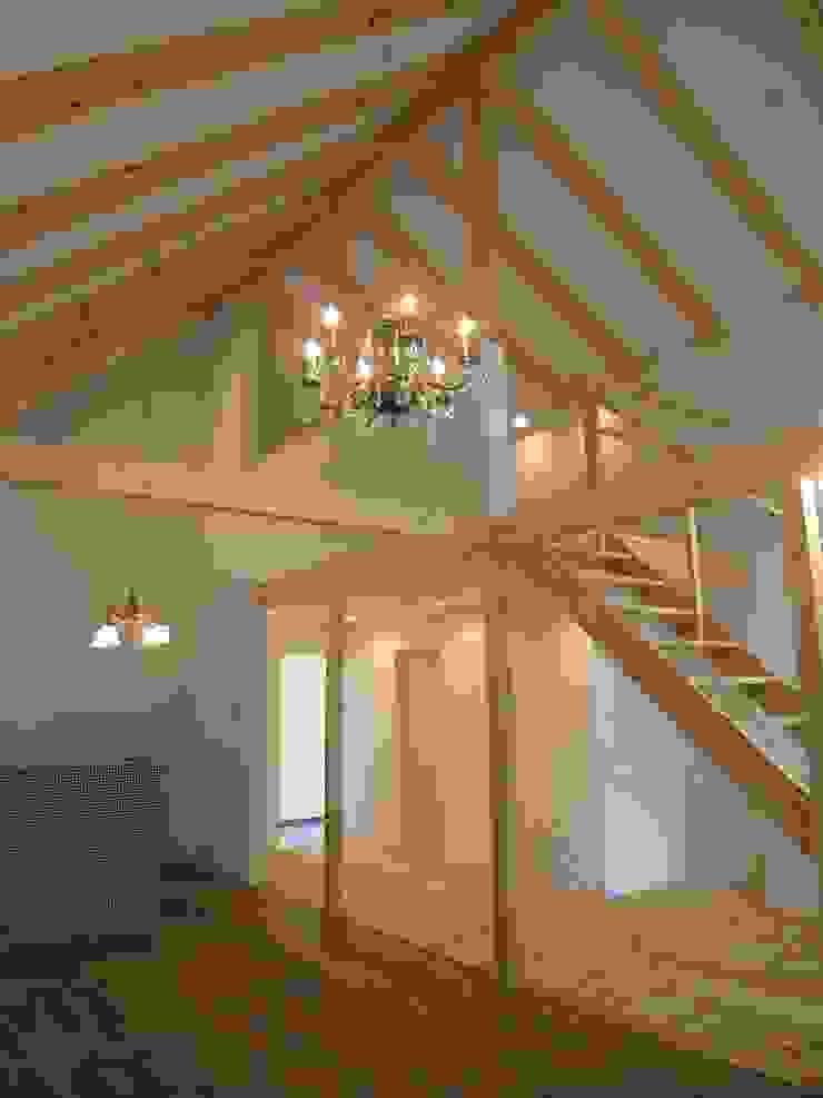 北軽井沢の週末住宅 オリジナルスタイルの 玄関&廊下&階段 の Unico design一級建築士事務所 オリジナル