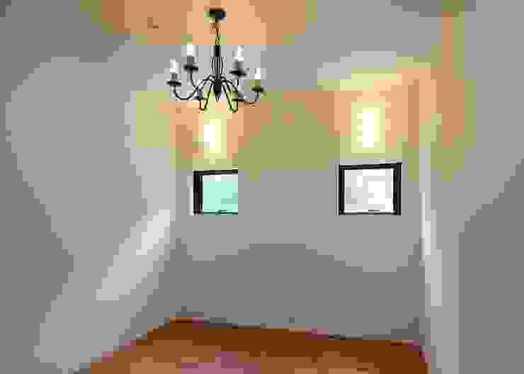 ゲストルーム オリジナルデザインの 多目的室 の Unico design一級建築士事務所 オリジナル