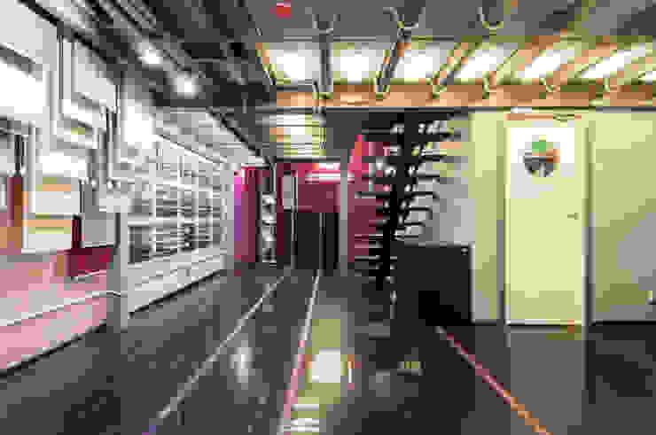 Офисно-выставочное пространство. Шоурум «ARTTEX Сoncept» и «TOSO» в Центре дизайна «Artplay» Выставочные центры в стиле модерн от Бюро Акимова и Топорова Модерн