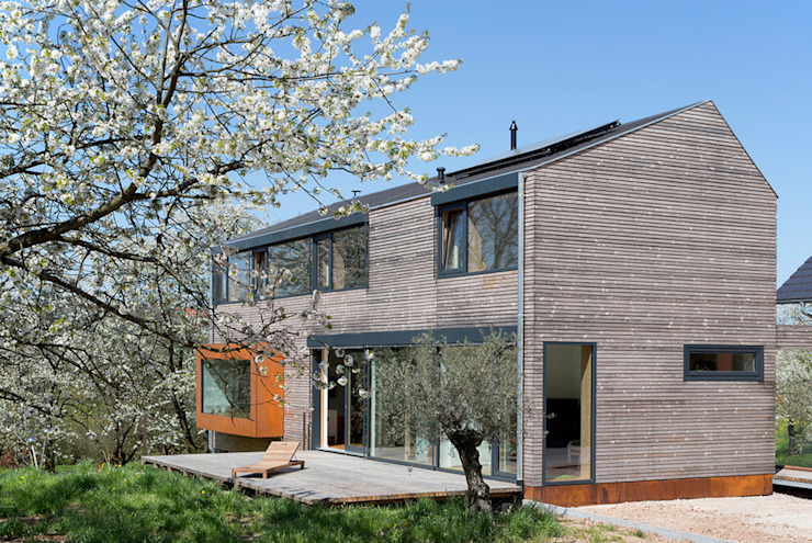 Cherry Blossom House (German Passivhaus) Modern Terrace by ÜberRaum Architects Modern