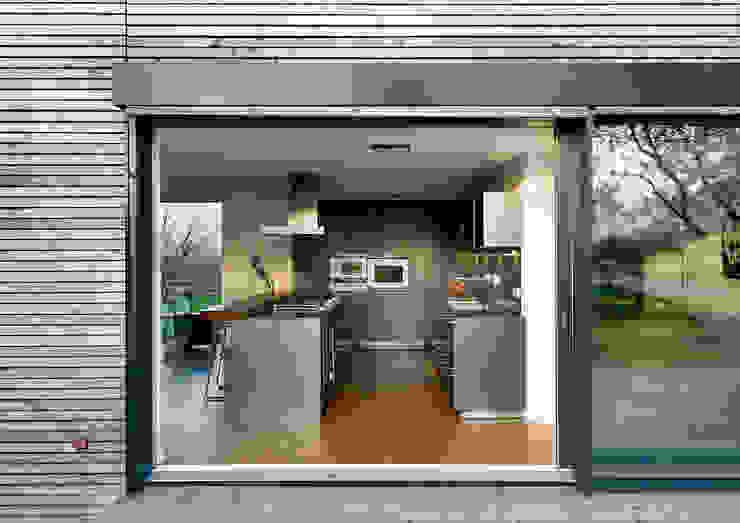 Cherry Blossom House (German Passivhaus) Modern Kitchen by ÜberRaum Architects Modern