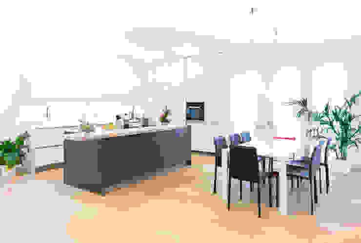 Wohnhaus in Siedlungslage, Österreich Moderne Küchen von STUDIO 54 Ziviltechniker GmbH Modern