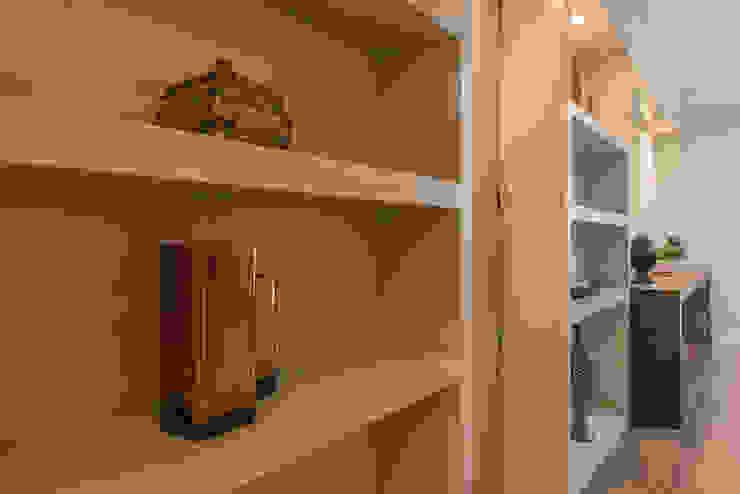 Apartamento B24 Closets por DOM Arquitetura e Interiores Moderno