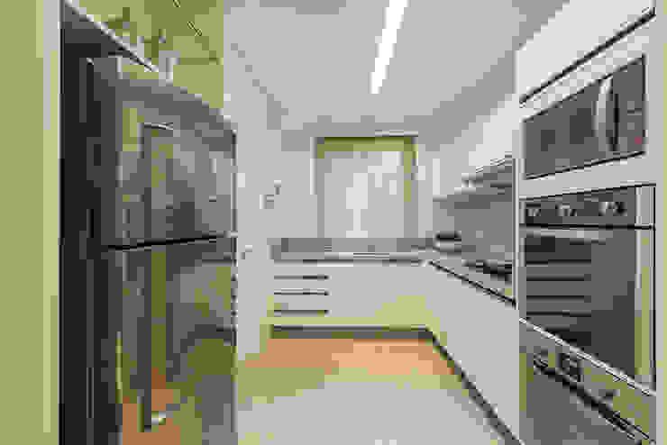 Apartamento B24 Cozinhas modernas por DOM Arquitetura e Interiores Moderno