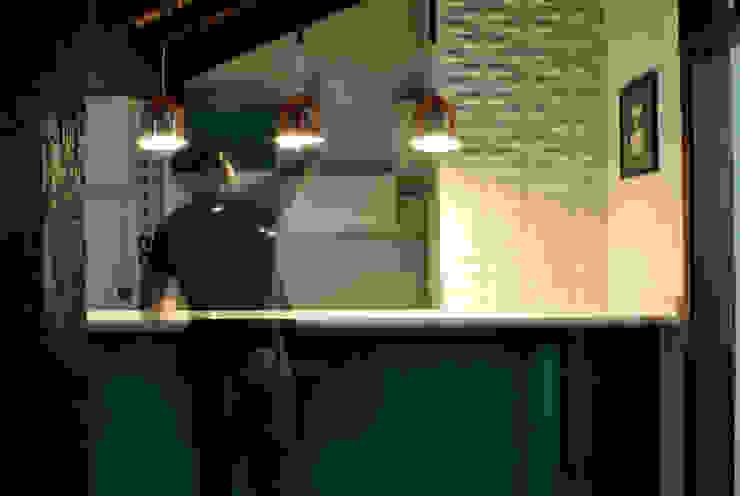 Kitchen by BORA Arquitetos Associados, Minimalist