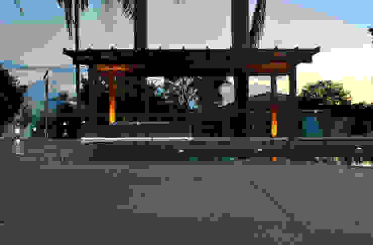 BORA | Casa BS Garagens e edículas minimalistas por BORA Arquitetos Associados Minimalista