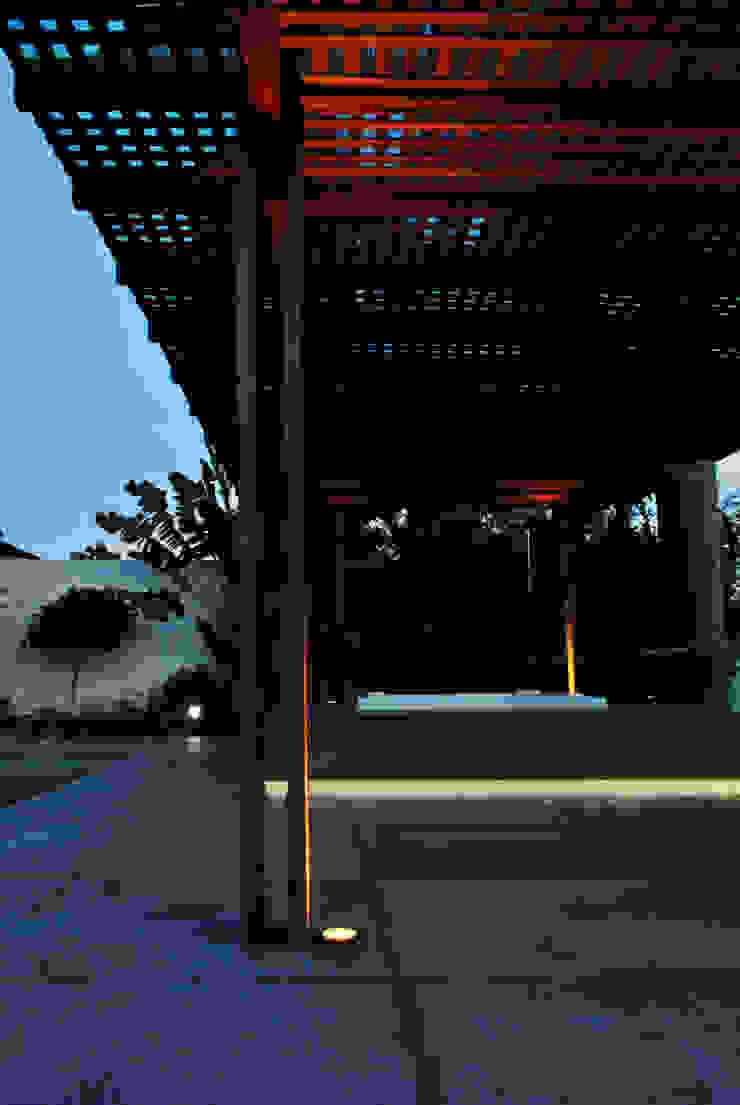 BORA | Casa BS Piscinas minimalistas por BORA Arquitetos Associados Minimalista