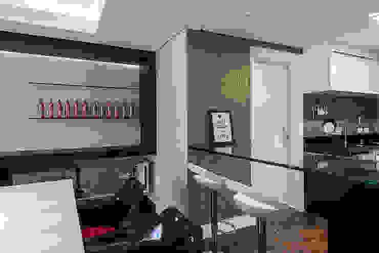 Apartamento em Curitiba – PR. Salas de jantar modernas por DOM Arquitetura e Interiores Moderno