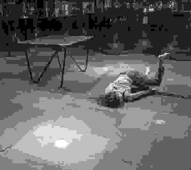 """In dialoog met het de """"Pulse Table"""" in het MAS museum, Antwerpen van Jaap Bontekoe Minimalistisch Glas"""
