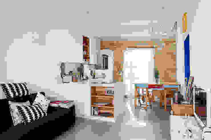 Mediterrane Wohnzimmer von Ossigeno Architettura Mediterran