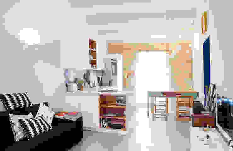 Livings de estilo mediterráneo de Ossigeno Architettura Mediterráneo