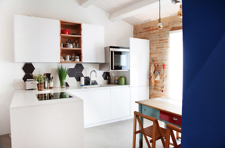 Cocinas de estilo mediterráneo de Ossigeno Architettura Mediterráneo