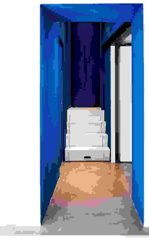 Ossigeno Architettura Mediterranean corridor, hallway & stairs