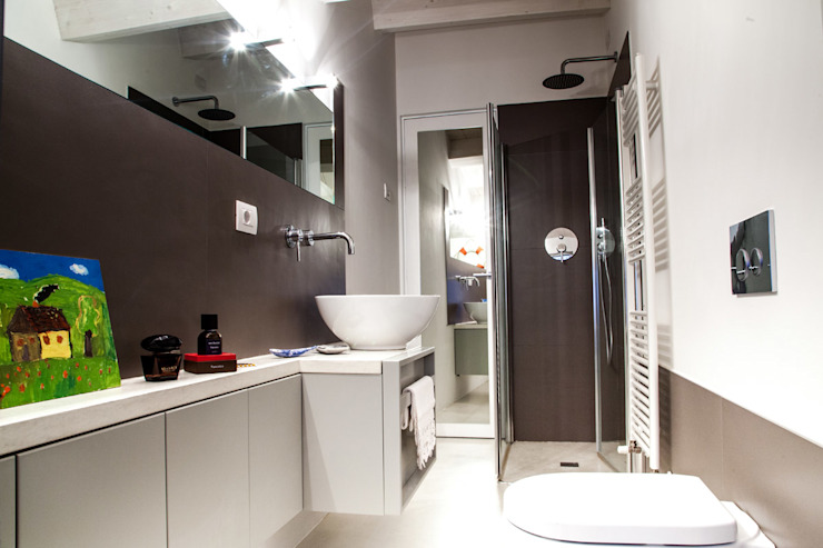 Bathroom by Ossigeno Architettura, Mediterranean