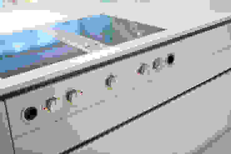 Küche in unserem Showroom Moderne Küchen von H&H Wintner Design & Wohnen Modern