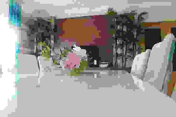 Comedores modernos de Andreia Louraço - Designer de Interiores (Contacto: atelier.andreialouraco@gmail.com) Moderno Derivados de madera Transparente