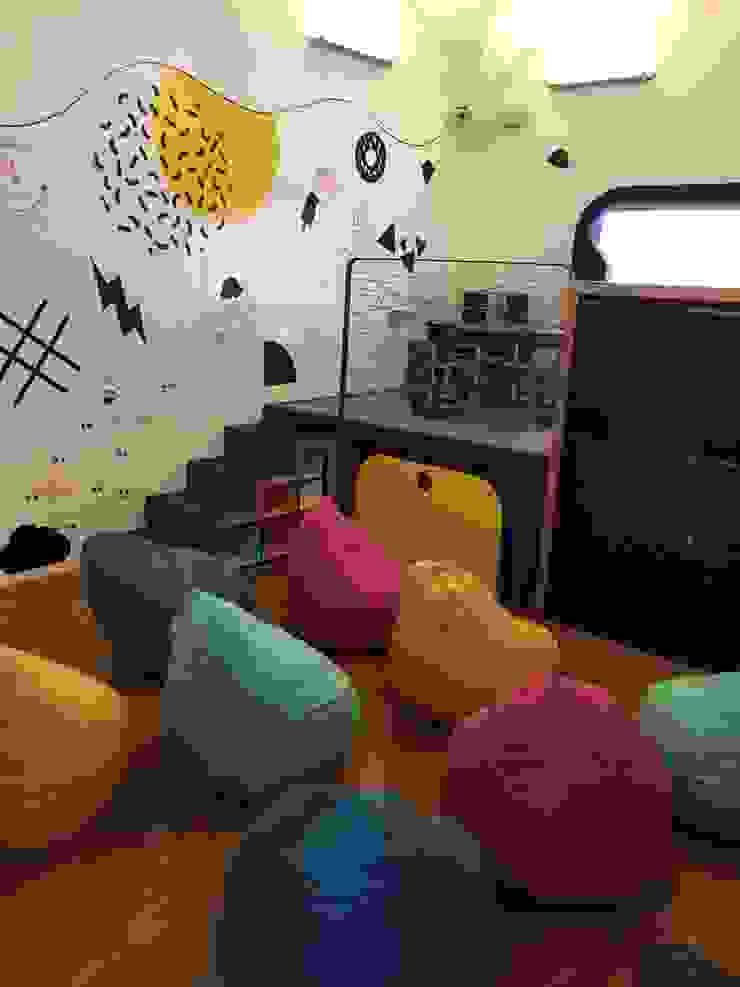 Diseño salón de niños Cerroviento Espacios comerciales de estilo minimalista de AMÉTRICO ESTUDIO Minimalista