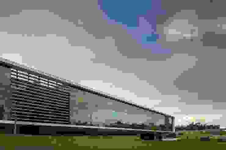 Edifício Agros por Rocha Leite Arquitectos Associados Minimalista