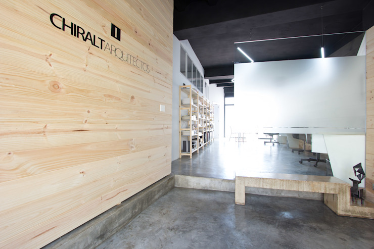 Chiralt Arquitectos Industrial style offices & stores