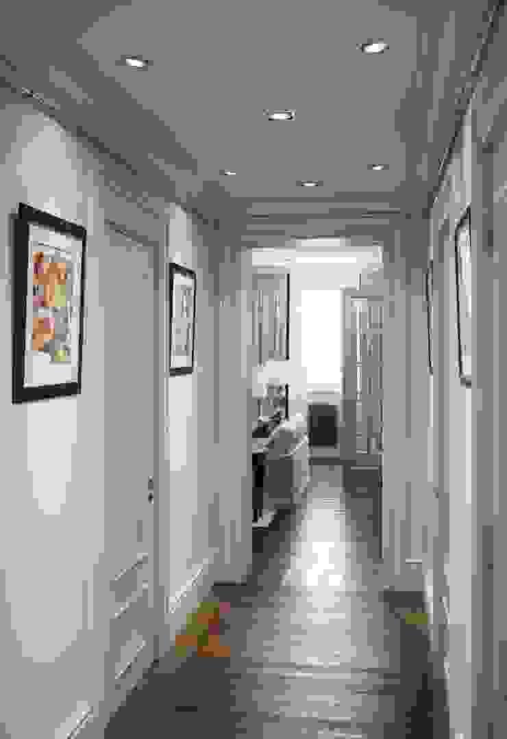 Квартира в ЖК Скай Форт Коридор, прихожая и лестница в эклектичном стиле от MARION STUDIO Эклектичный