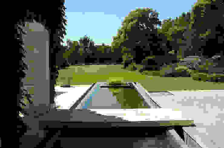 Jardines de estilo moderno de Estudio Susana Villaverde Moderno