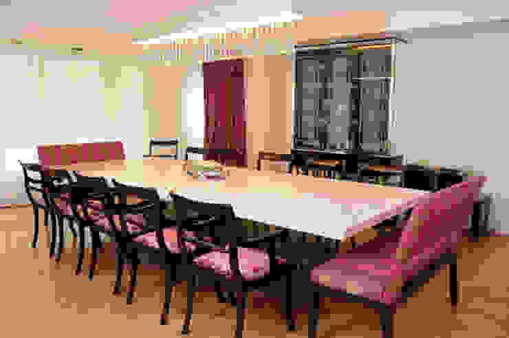 Salle à manger moderne par Estudio Susana Villaverde Moderne