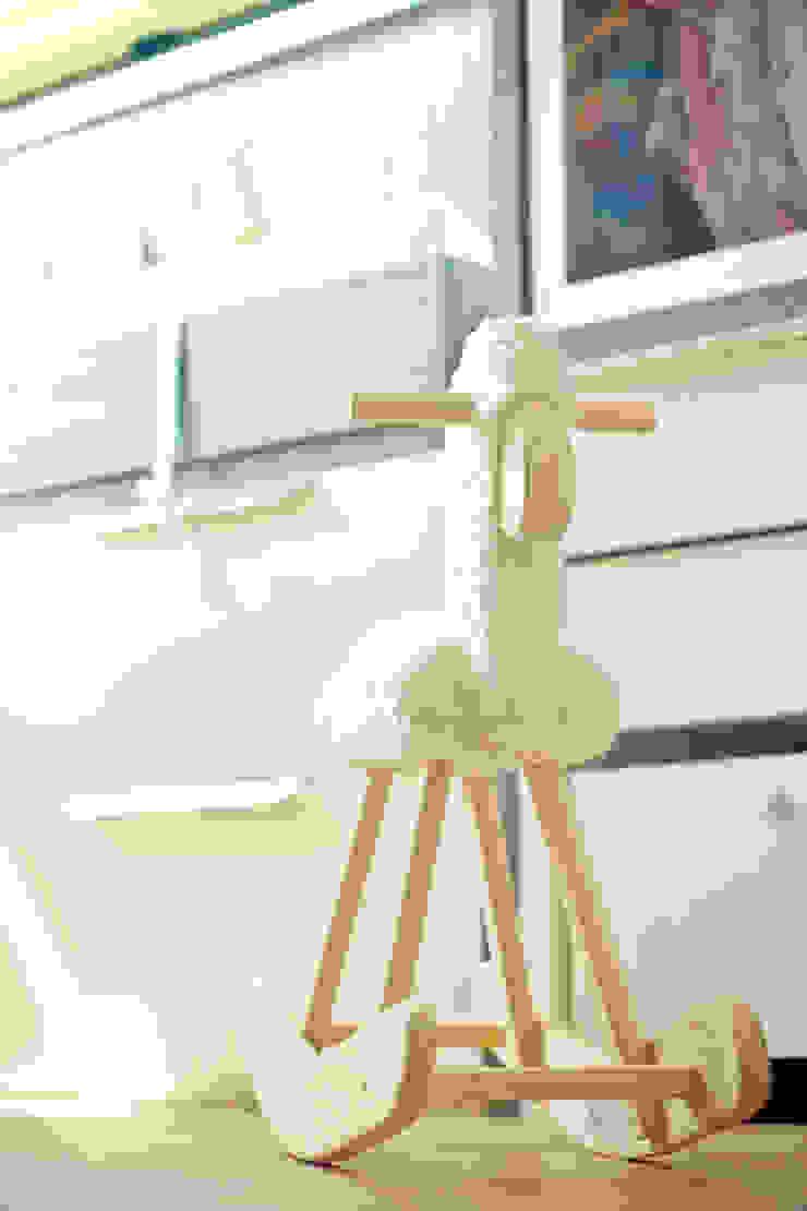 Quarto Bebê Quarto infantil rústico por Vanessa Mondin _Arquitetura e Interiores Rústico