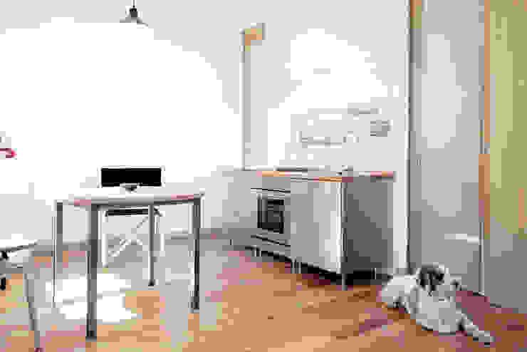 TIPI STUDIO Minimalist kitchen