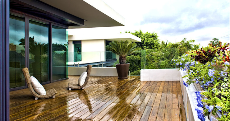 VISTA DE ROOF GARDEN EN RESIDENCIA JC-ROA: Terrazas de estilo  por AIDA TRACONIS ARQUITECTOS EN MERIDA YUCATAN MEXICO, Moderno