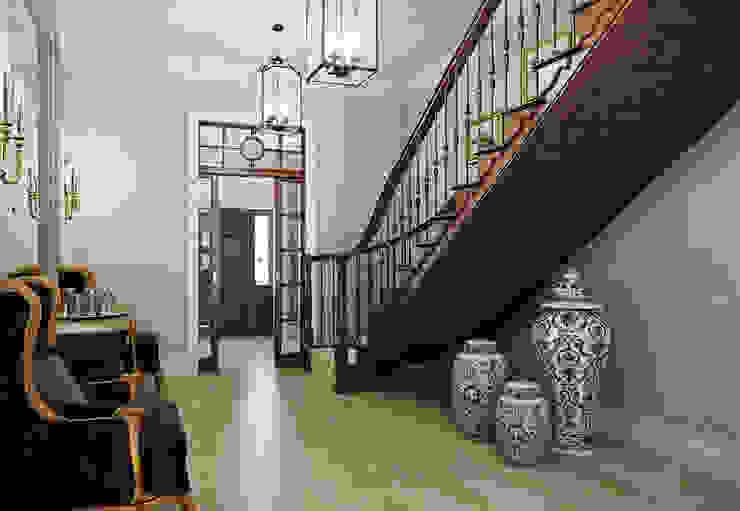 Дом в поселке Красное Коридор, прихожая и лестница в классическом стиле от MARION STUDIO Классический