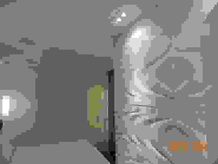Suíte Casal Quartos modernos por Melanie Kiss Design de interiores Moderno Cerâmica