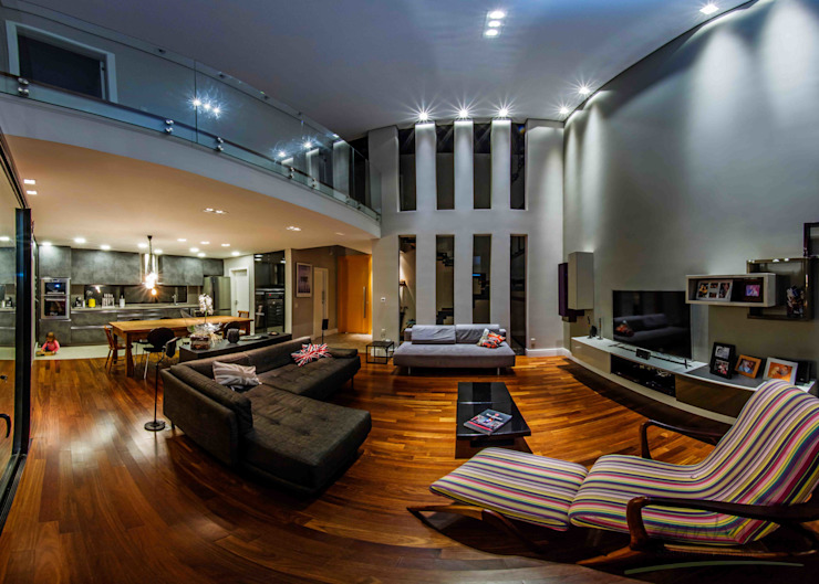 Projekty,  Salon zaprojektowane przez cunha² arquitetura, Minimalistyczny Deski kompozytowe Przeźroczysty