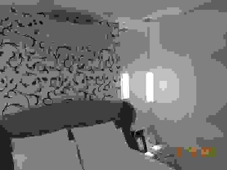 Suíte Casal Quartos modernos por Melanie Kiss Design de interiores Moderno Seda Amarelo