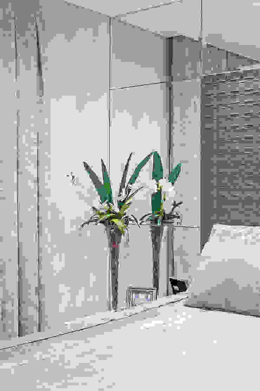 Suíte Master Quartos modernos por Adriane Perotoni Arquitetura.Interiores Moderno