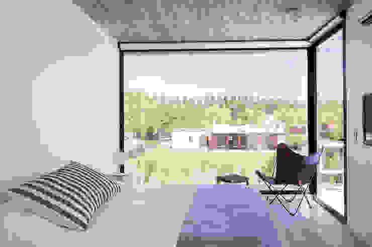 Casa Tana Dormitorios modernos: Ideas, imágenes y decoración de Estudio PKa. / Pessagno Kandus arquitectos Moderno