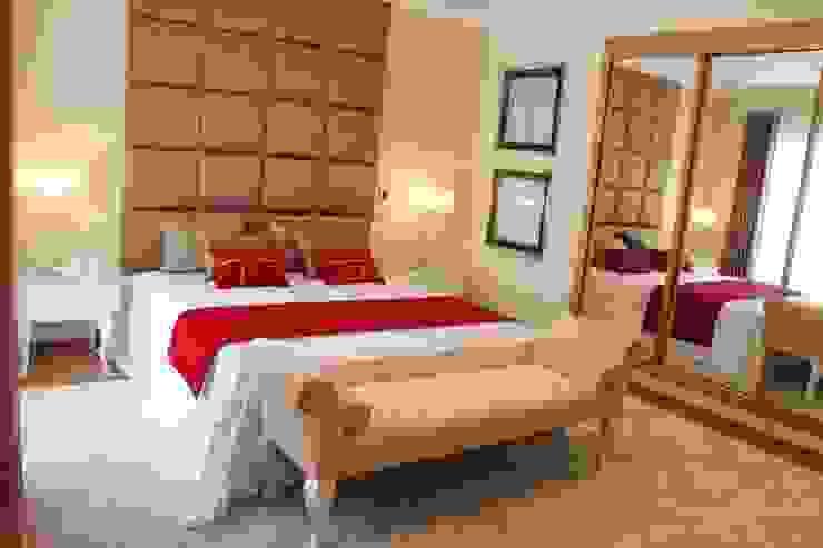 Classic style bedroom by Andreia Louraço - Designer de Interiores (Contacto: atelier.andreialouraco@gmail.com) Classic Wood Wood effect